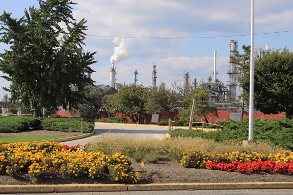 Valero refinery (Paulsboro, NJ) - Don't you love the landscaping?