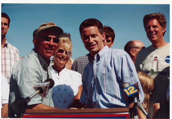 Wolfe (L) Gubernatorial candidate Jim McGreeevey (R) (Labor Day 2001, Belmar, NJ)