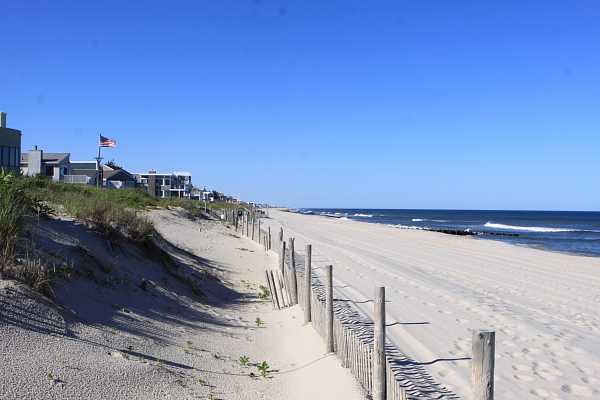 homes built cheek to jowl along Long Beach Island block public access to beach