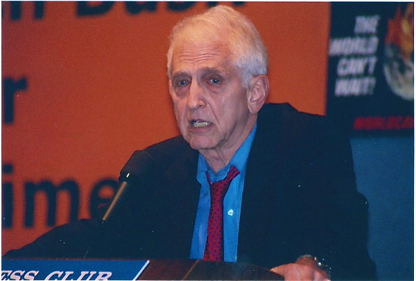 Daniel Ellsberg, National Press Club speech challenging a new generation of whistleblowers to come forward and calling on the new Democratic Congress to end wars in Iraq, Afghanistan, Pakistan; avoid war with Iran; and impeach Bush/Cheney(Jan. 4, 2007)