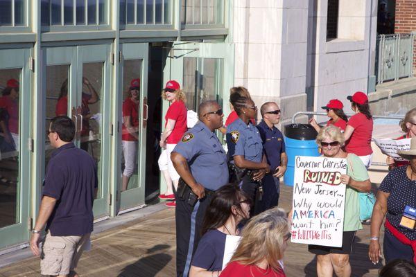 protesters ignore police