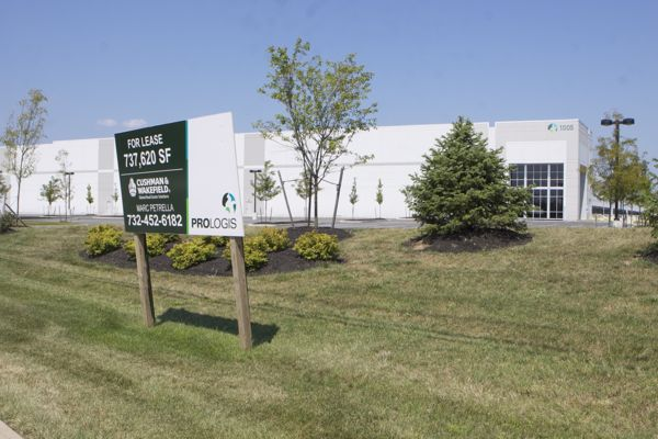 millions of square feet vacant in new 2.75 MSF distribution center