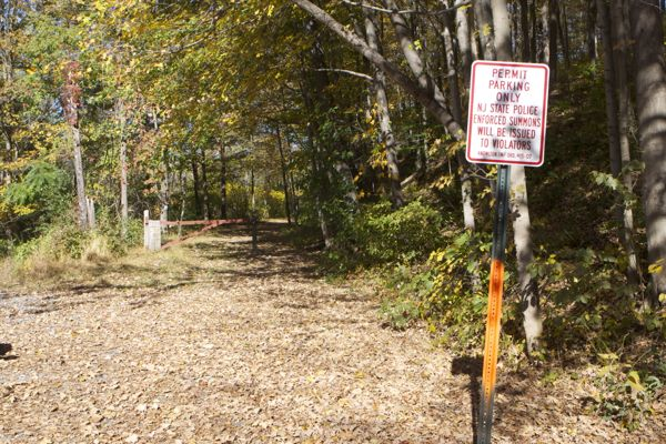 shote towns are not the only ones with parking ordinances that restrict public access