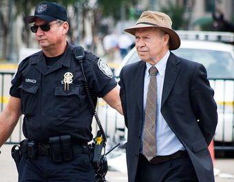 Jim Hansen gets arrested at Obama White House
