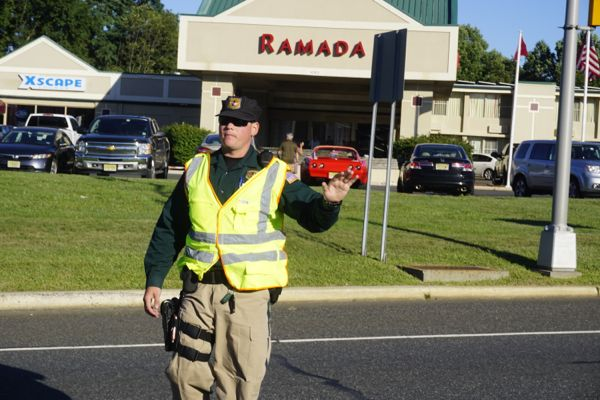 street scene outside Ramada in on Rt. 205, 15 minutes before hearing. Significant traffic jam and safety issues as pedestrians tried to cross bust Rt. 206.