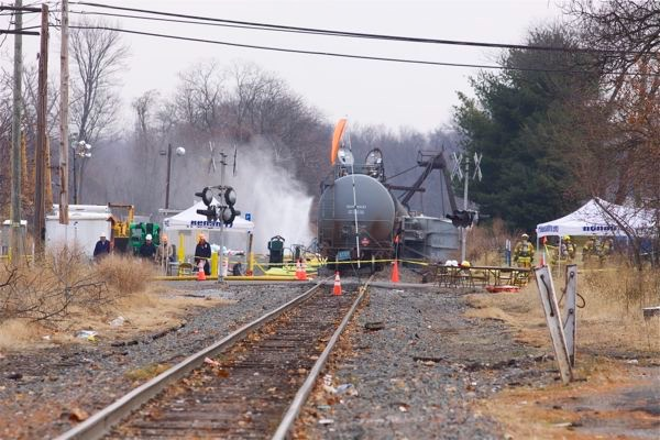 Pauslbor NJ, toxic train derailment forces evacuation - Train cars still not removed (Paulsboro, NJ 12/4/12)