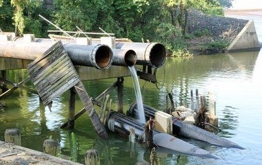 A photo from Monmouth County of the affected pipe (source: Star Ledger)